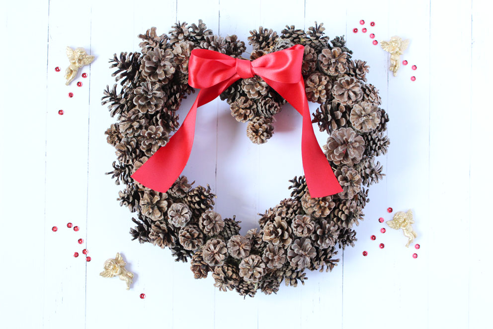 HEART PINE CONES WREATH